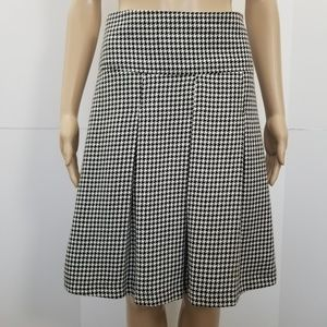 H&M size 6 black & white A-Line pleated skirt